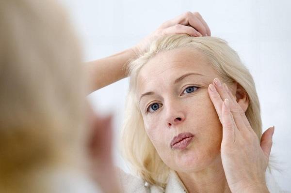 Cách xóa nếp nhăn vùng mắt tuổi ở trung niên bằng bí kíp không ngờ
