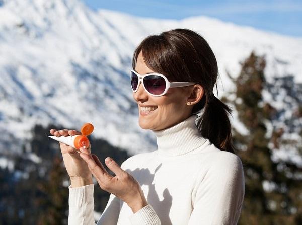 Không thoa kem chống nắng cũng là một nguyên nhân dẫn đến lão hóa nhanh