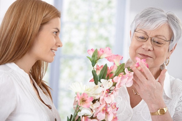 Xúc động với câu chuyện về món quà 8/3 tặng mẹ chồng sau 6 năm làm dâu
