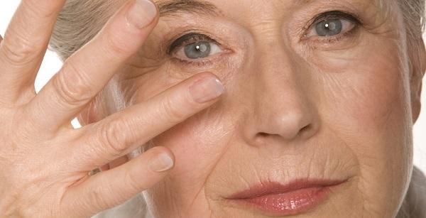 cách làm xóa nếp nhăn vùng mắt