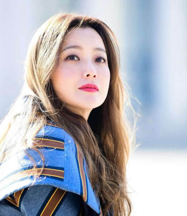 Kim Hee Sun trẻ hóa