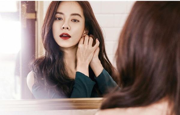 Hạn chế trang điểm là cách giúp Song Ji Hyo trẻ hóa da