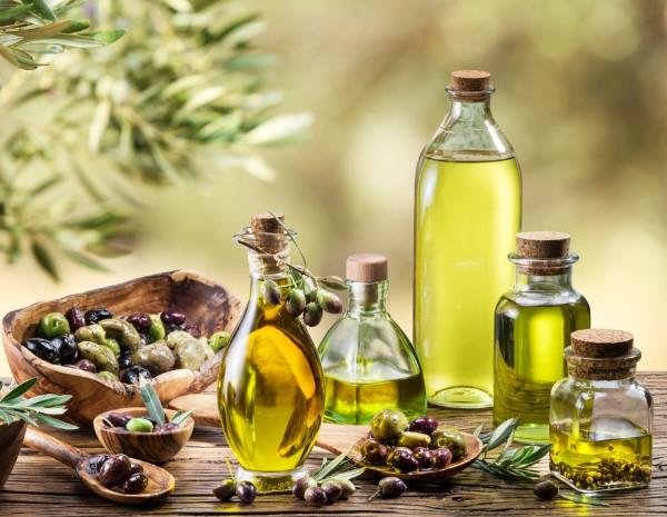 Dưỡng môi bằng các loại dầu từ thiên nhiên