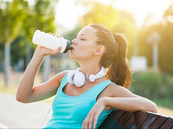 uống nước đúng cách để da đẹp