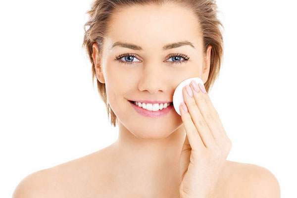 chăm sóc da bằng nước muối sinh lý, chăm sóc da với nước muối sinh lý