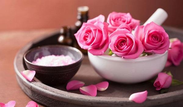Muốn có làn da trắng sáng thì bạn đừng bỏ qua cách làm đẹp da mặt bằng hoa hồng sau đây