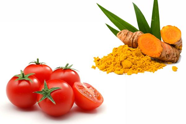 Cà chua và tinh bột nghệ trị mụn, trị thâm